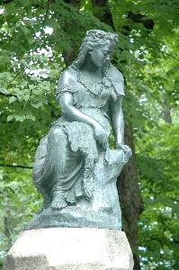 Памятник безутешной Линды