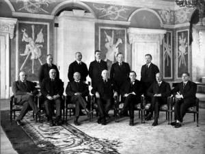 С 1918 по 2001 год правительство Эстонской Республики заседало в Белом зале замка Тоомпеа.