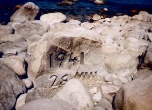 Остатки первого памятника вот-вот поглотит море.