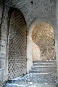 «Самая церемониальная» находится под аркой надвратной башни на улице Люхике-Ялг.