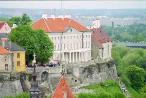 Сомнений в древности старого Таллинна быть не может, но почти всему остальному за пределами крепостных стен и ворот около 150 лет.