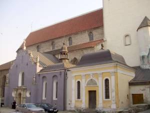 Капеллы-часовни церкви Нигулисте: в одной из них еще каких-нибудь сто десять лет назад можно было повстречаться с самым музейным таллиннским призраком.