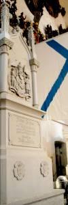 Первый русский мореплаватель, совершивший кругосветное плавание, полный адмирал Адам Иоганн фон Крузенштерн скончался 24 августа (12-го по ст. стилю) 1846 года в родовом имении Асс (Килтси). В своем завещании он просил похоронить его в Домском соборе, рядом с могилой своего первого командира адмирала Самуила Грейга.
