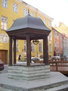 Колодец Колесный, он же - Кошачий: современная копия места жительства самого ненасытного таллиннского водяного.