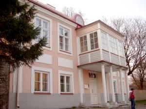 Главное здание летней мызы Дунтенгоф: знал бы владелец, во что переиначит народ ее название...