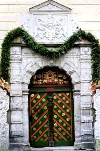 Дверь Братства черноголовых.
