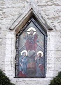 Иисус - «грозный судия» над аркадой Таллиннской Ратуши.