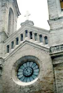 На церкви Каарли время, к сожалению, остановилось.
