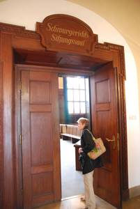 Интересно увидеть своими глазами знакомый по документальным съемкам исторический зал номер 600.