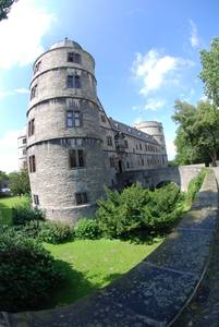 Вид на замок со стороны Северной башни.