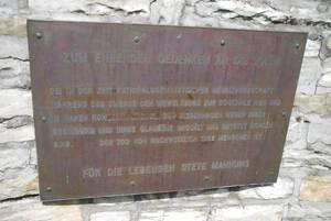 В память о замученных в концлагере Нидерхаген.
