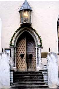 Дверь в здание Большой купеческой гильдии.