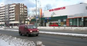 На углу улицы Якобсона и Тартуского шоссе расположено здание бывшего кинотеатра «Эха» («Вечерняя заря»).
