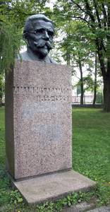 Автор памятника морякам «Русалки» Амандус Адамсон родился в 1855 году в семье моряка под городом Палдиски.
