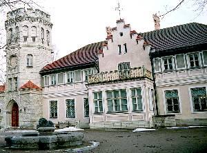Николай Тамм перестроил главное здание имения на Маарьямяэ в представительный дворец, известный сегодня как Орловский замок, по его проекту соорудили здание Пожарного депо на площади Виру.