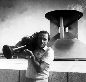 Как не использовать уникальную возможность - постоять рядом с зажженным Олимпийским огнем. Кинооператор Николай Шарубин на съемках фильма «Таллинн 80».