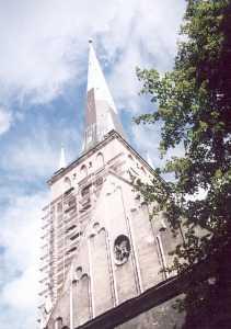 Барельеф с изображением святого Олава находится на своде хоров церкви Олевисте.