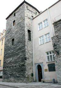 Музей расположен в средневековой оборонительной башне Ассауве