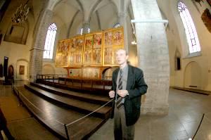 Директор Тармо Саарет приглашает прийти в музей 6 декабря, ведь день Святого Николая - один из трех дней в году, когда можно увидеть крупнейший из сохранившихся в странах Балтии алтарей поздней готики вместе с его скульптурной частью.