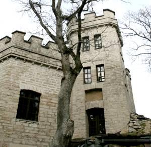 Замок барона фон Глена - вагнеровские фантазии, воплощенные в камне.