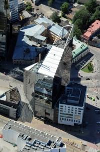 Здание SEB банка, как признак шведского экономического владычества.  Отсюда даже не видно, а я читал, что на крыше там, вертолётная площадка. Наверное, на всякий переворотно-пожарный случай в стране.