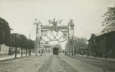 Триумфальная арка в честь двухсотлетия присоединения Эстляндии к России на Нарвском шоссе.