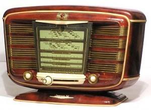 А всех, кто предварительно успеет зарегистрироваться, от Центристской партии вас ждёт подарок: радиоприёмник с символикой Центристской партии! Такой приёмник работает,  держит всегда в курсе последних событий и радует любимой музыкой.  Регистрация по телефону:   627 3460.