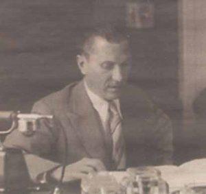 Йоханнес Лоруп в своем рабочем кабинете