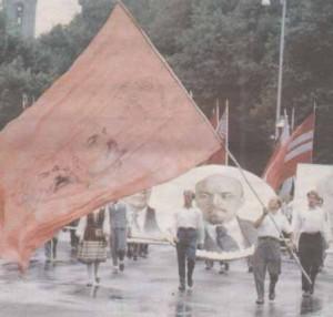 Первомайские демонстрации — неотъемлемая часть воспоминаний всякого таллиннца, чье детство пришлось на советские времена.