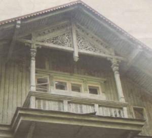 Аналоги деревянной резьбы отыскать в таллиннской архитектуре трудно.