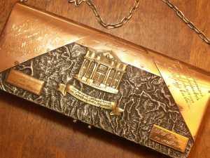 Тот самый серебряный кошелек с изображением фронтона GRAND MARINA.