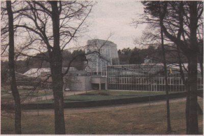Стеклянный восьмигранник — основной архитектурный акцент оранжереи Ботанического сада.
