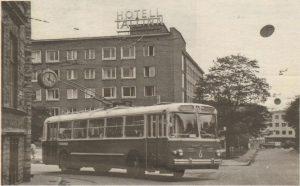 ...И на теперешнем бульваре Тоомпуйестеэ — тогдашнем Гагарини пуйестеэ.