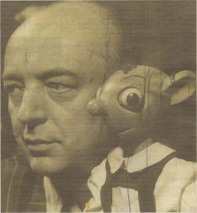 Создатель Гурвинека, профессор Йосеф Скупа с куклой своего любимого персонажа.