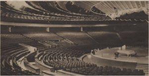 Гордость комплекса, - амфитеатр главного зала, спопобный вместить четыре тысячи триста зрителей.