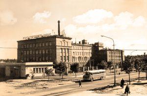 """Завод """"Калев"""" на Пярнуском шоссе 139. Ныне, Северная префектура полиции. Фотография конца 1950-х."""