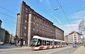 Пярнусске шоссе. Это здание не является мэрией, хотя похожее, и находится совсем рядом. Мэрия будет ниже.
