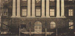 Центральная часть фасада здания по адресу: Эрика, 4 в двадцатые-тридцатые годы.
