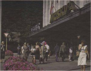 Вывеска кафе «Москва» на нынешней площади Вабадузе. Семидесятые годы.