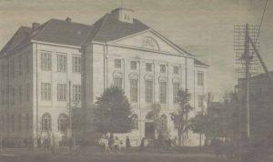 Здание Таллинского городского коммерческого училища в двадцатые годы прошлого века.
