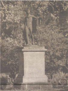 Аполлон Бельведерский, с 1937 года «прописавшийся в парке Кадриорг.