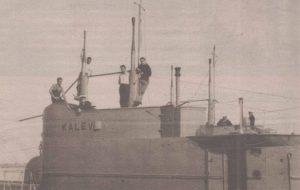 """Капитанская рубка и матросы """"Калева"""". Фото до 1940 года."""