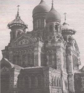 Замена покрытия куполов на тогдашнем Александровском кафедральном соборе — нынешнем соборе Александра Невского. Снимок второй половины тридцатых годов.