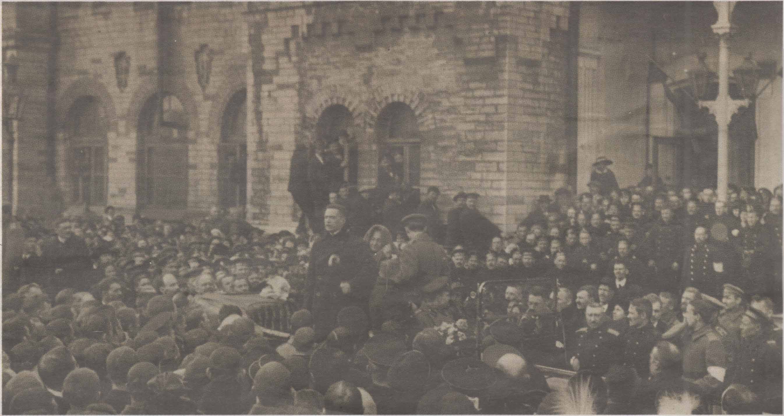 Встреча Александра Керенского на площади перед Балтийским вокзалом в Ревеле.