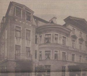 Отель «Золотой лев» на улице Харью. Открытка начала XX века.