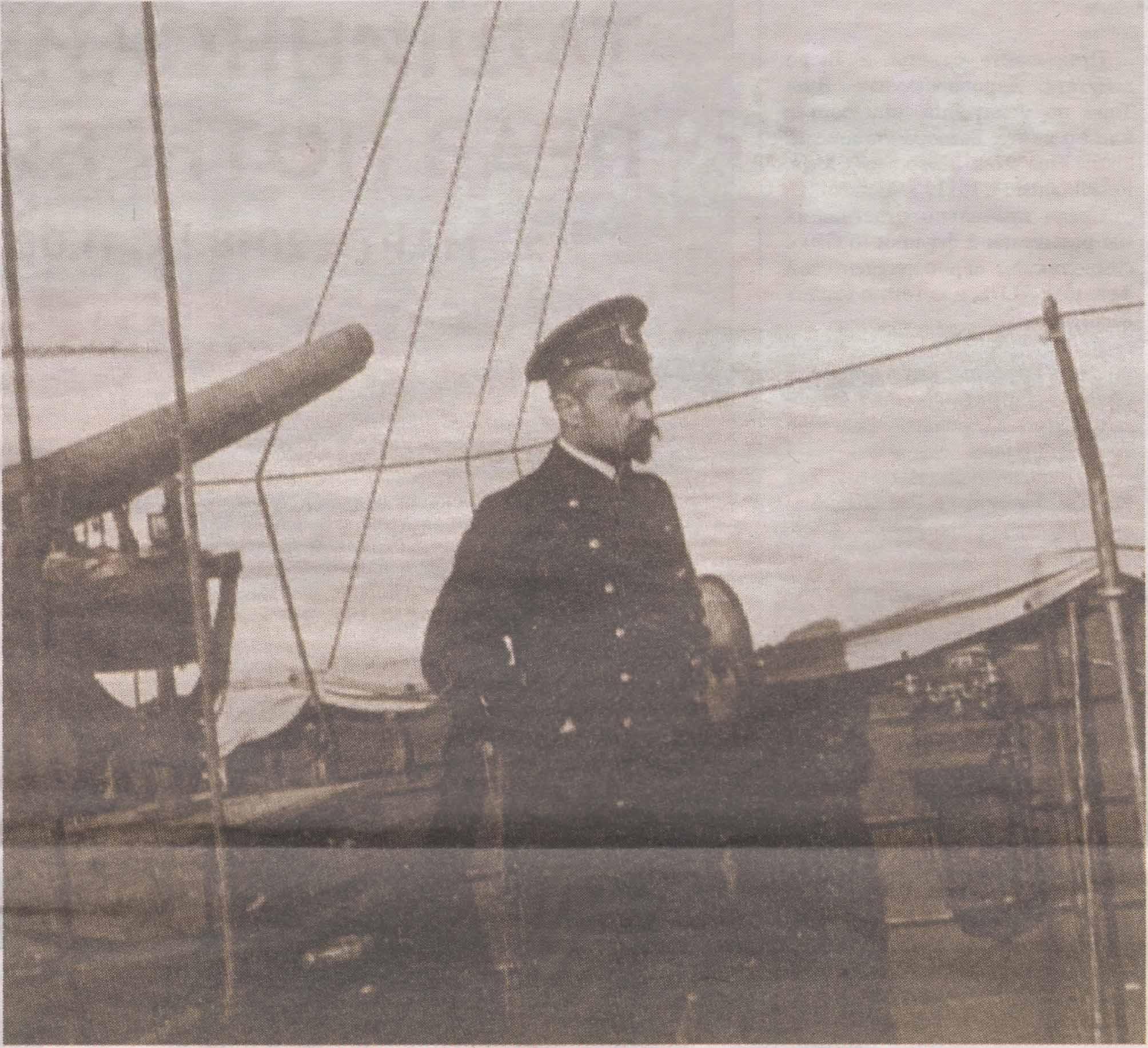 Алексей Михайлович Щастный на борту корабля Балтфлота во время перехода из Гельсингфорса в Кронштадт. Апрель 1918 года.