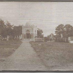 Восстановить исторический ансамбль Старого еврейского кладбища на улице Магазийни (на фото) невозможно, но вернуть на его территорию уцелевшие надгробия город намеревается.