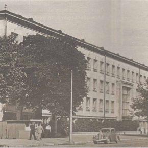 Здание, возводившееся в конце тридцатых годов для нужд Английского колледжа, после Второй мировой войны было передано для обучения будущих педагогов.
