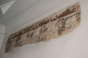 Фрагмент консервации старинной штукатурки стены © SPUTNIK / ВЛАДИМИР БАРСЕГЯН