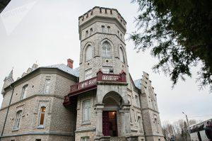Главное здание мызы Вазалемма в стиле английского замка © SPUTNIK / ВЛАДИМИР БАРСЕГЯН